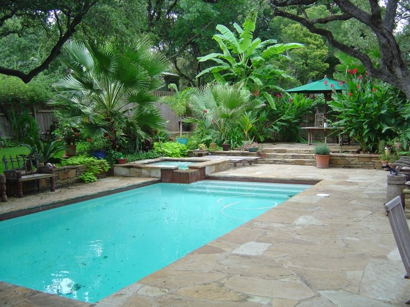 Emerald pools pool photos plano custom pool design for Courtyard designs with spa