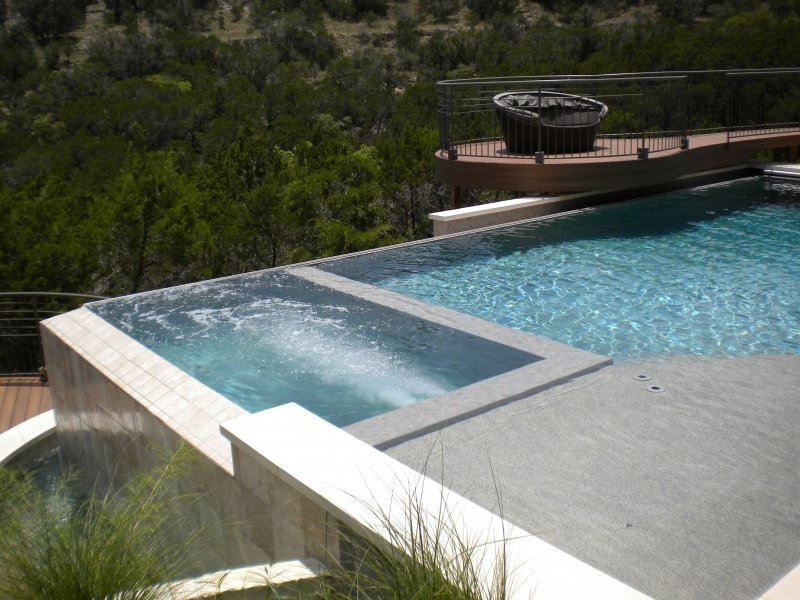 Pool with Interior Swim Jet and Negative Edge and Automatic Cover